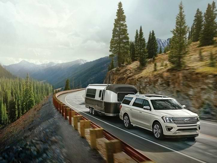Ford Expedition SUV towing trailer