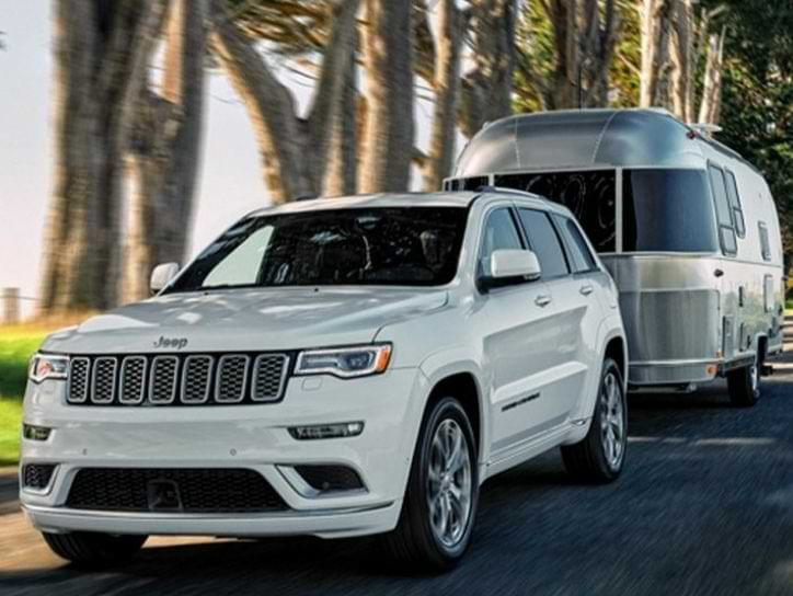 Jeep Grand Cherokee towing trailer